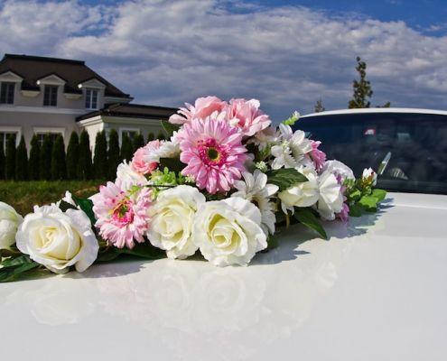 Hochzeitsauto Blumenschmuck 3
