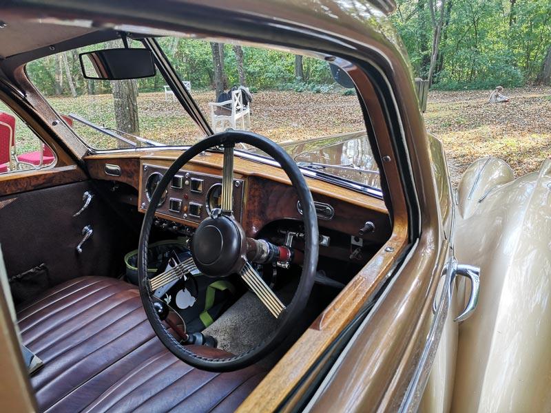 Englische Limousine Rechtsgesteuert