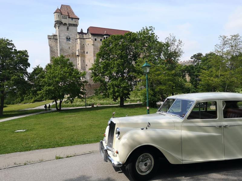 Stilvoll im Brautauto Oldtimer - Burg Liechtenstein Mödling